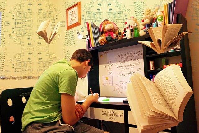 Maturzysta przygotowujący się do egzaminu