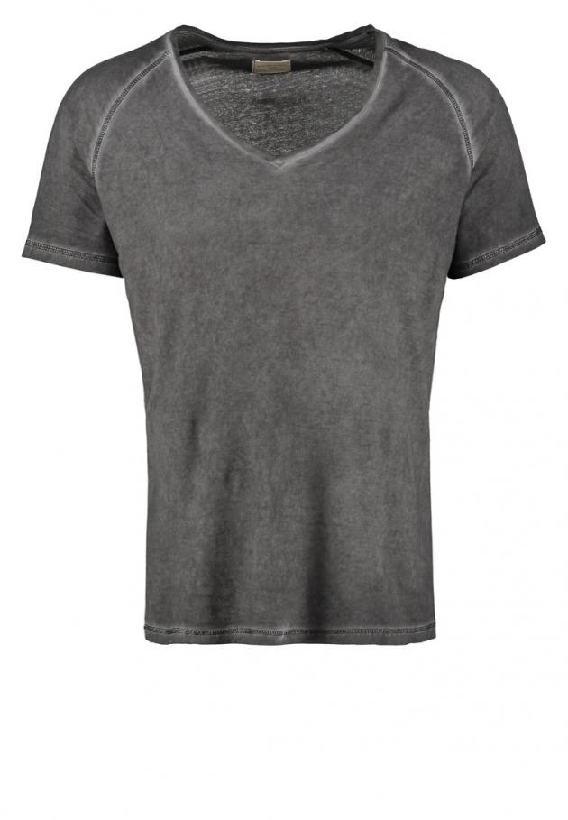 Czy T-shirt może być elegancki?
