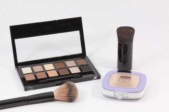 make up nude makijaż do miętowej sukienki