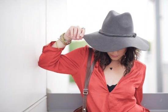 letnia stylizacja z kapeluszem
