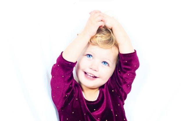Używane komplety i zestawy ubranek dla dzieci – jak wybierać, aby było modnie?