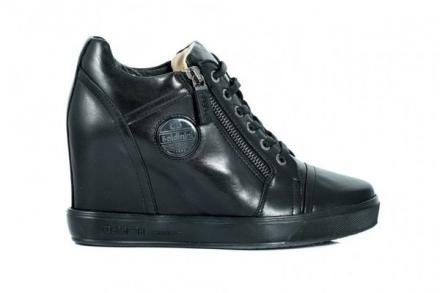 Sneakersy Baldinini – dlaczego są tak popularne wśród kobiet?