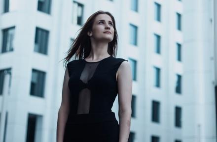 Sukienki do pracy – elegancko, klasycznie… ale bez nudy!