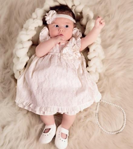 Ubranka do chrztu dla dziewczynki – komfortowo i pięknie!