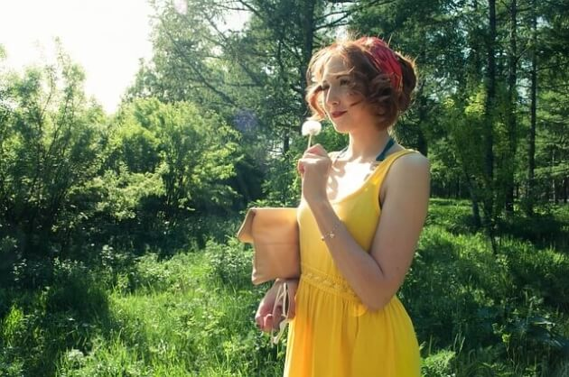 Jak nosić żółty kolor? Zobacz najnowsze trendy