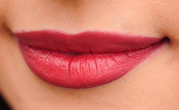 Trwały makijaż ust. Jak to zrobić?