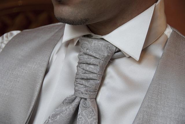 Koszula i szary krawat