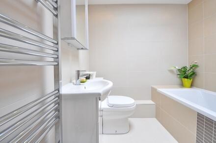 Jak uporządkować przestrzeń w łazience?