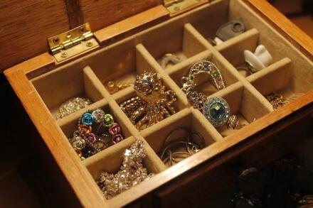 Jak przechowywać biżuterię?