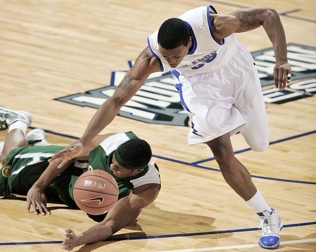 Gra w koszykówkę
