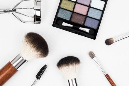 Jakie akcesoria do makijażu najbardziej się przydają? Jakie warto mieć?