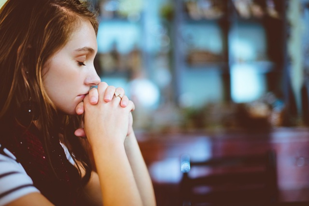 Jak się ubrać do kościoła? Czego lepiej nie zakładać do kościoła?